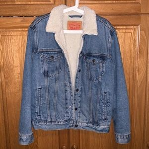 men's blue denim Levi's jacket, size M